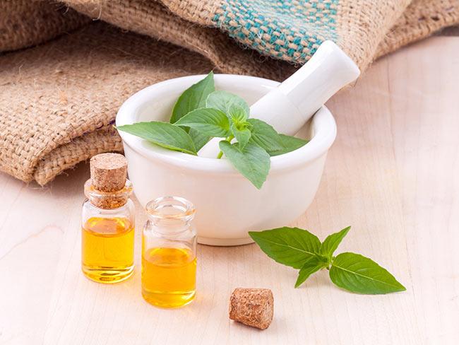 Gli olii essenziali: tante proprietà per il nostro benessere